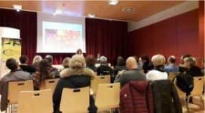 Serata alla Fondazione CARITRO di Trento. Lavoro di gruppo sulla nutrizione, condotto da Antonella Giannini, con la partecipazione della nutrizionista Daniela Giangregorio. (foto di Roberto Zeni)